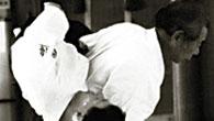 Grundaren, Morihei Ueshiba, tränade som ung många kampkonster. Han blev 1915 elev till Sokaku Takeda, ledare för Daito Ryu Aiki-jujutsu, som blev den huvudsakliga påverkan på aikidons obeväpnade tekniker. Några […]