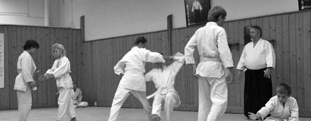 Är du nyfiken på att börja träna Aikido? Kom in och prata med oss, slå en signal eller maila! Provträning efter överenskommelse med instruktörerna. Vi har löpande intagning för intresserade […]